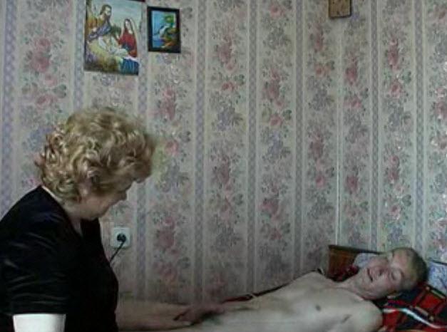 La nonna vuole cazzo dall nipote