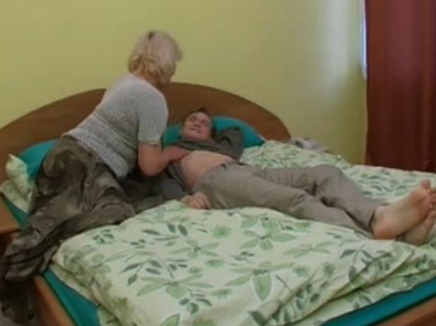 Mamma maiala seduce il figlio
