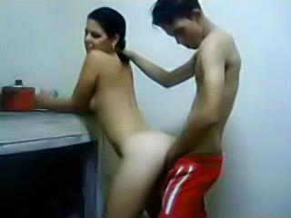 Porno amatoriale con un troietta scopata per bene